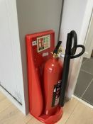Chubb 5kg Carbon Dioxide Fire Extinguisher w/ Stand