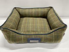 Hugo & Hudson S Checked Tweed Pet Bed - Dark Green - RRP£59.99