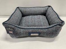 Hugo & Hudson S Checked Tweed Pet Bed - Grey - RRP£39.99