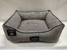 Hugo & Hudson M Tweed Pet Bed - Navy/Brown - RRP£59.99
