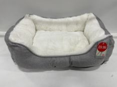 28 x Linen Square M Pet Beds - Grey - RRP£279 - RETAILER LABEL TO BE REMOVED