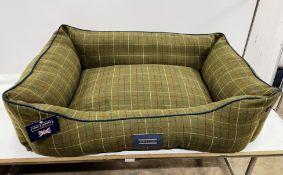 Hugo & Hudson L Checked Tweed Pet Bed - Dark Green - RRP£89.99