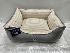 Hugo & Hudson M Striped Pattern Canvas Pet Bed - Grey/Cream/White - RRP£59.99