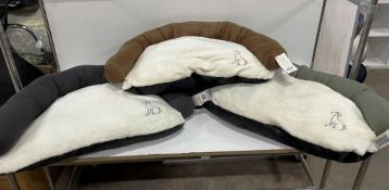 36 x Sofa Pet Beds - Various Colours - RRP£359 - RETAILER LABEL TO BE REMOVED