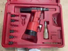 FAR KJ60 Pneumatic Rivet Nut Tool w/ Case