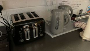 4 slot toaster and 2 x kettles
