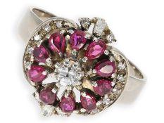 Ring: dekorativer vintage Rubin/Diamantring, insgesamt ca. 0,98ct, 18K Weißgold: Ca. Ø20mm, RG63,