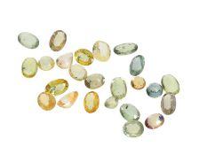 Saphire: Konvolut aus natürlichen Saphiren, insgesamt ca. 12,48ct: Insgesamt ca. 12,48ct, Saphire in