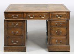 Schreibtisch sog. Partner DeskEngland, 19. Jh. Mahagoni. 77 x 120 x 94 cm. Schreibtisch für