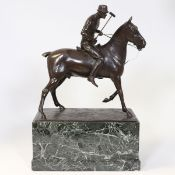 Jean Eduard Dannhäuser 1869 Berlin - 1925 Berlin - Polospieler - Bronze. Braun patiniert. Grüner
