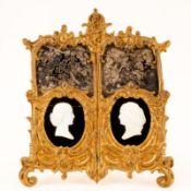 Kamee-Doppelbildnis Biedermeier. Muschel, Onyx, Messing, wohl Silber. Kamee je ca.: 3,3 x 2,4