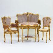 6tlg. Sitzgruppe im Rokoko Stil Frankreich , um 1900. Holz/vergoldet. Rest.bed. 1 Sofa 43/98