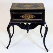 Beistelltisch mit Schreibfach im Boulle Stil Frankreich, um 1870. Ebonisiertes Holz. Messing.