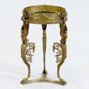 Jardinière Italien, 19. Jahrhundert. Bronze, gold patiniert und Messing. H. 47,5 cm. D. Blum