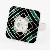 Cocktailring mit einem Altschliffdiamant, Onyx und Smaragden 950/- Platin, gestemp. Gewicht: