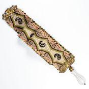 Klingelzug des Biedermeier Zweite Hälfte 19. Jahrhundert. Stoff mit Perlstickerei, Messing,