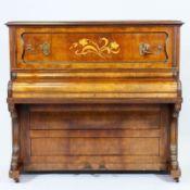 Jugendstil Klavier John Brinsmead & Sons/London/England. Nussbaum. Obstholz. Herst.-Marken. 1