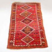 Teppich Anatolien, Konya, um 1900. Reine Wolle. Ohne / mit Fransen ca. 198 / 209 x 114 cm. Et