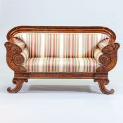 Biedermeier Sofa Norddeutschland, 1820. Mahagoni. 99,5 x 180 x 68 cm. Rest.bed. Auf vier ausg