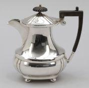 Kaffeekanne / Coffee pot England. Versilbert. Punzen: Herst.-Marke. H. 19 cm.