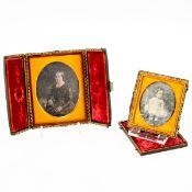 2 Daguerreotypien Wohl um 1840. Damen- und Kinderaufnahme. Je unter Glas gefasst, Passepartou