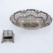 1 Schale und 1 Kerzenleuchter im Rokoko Stil 800 Silber. Punzen: Herst.-Marke, 800. Gew.: 350