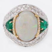 Dekorativer Opalring mit Smaradgen und Brillanten 750/- Weißgold und Roségold, gestemp. Gew