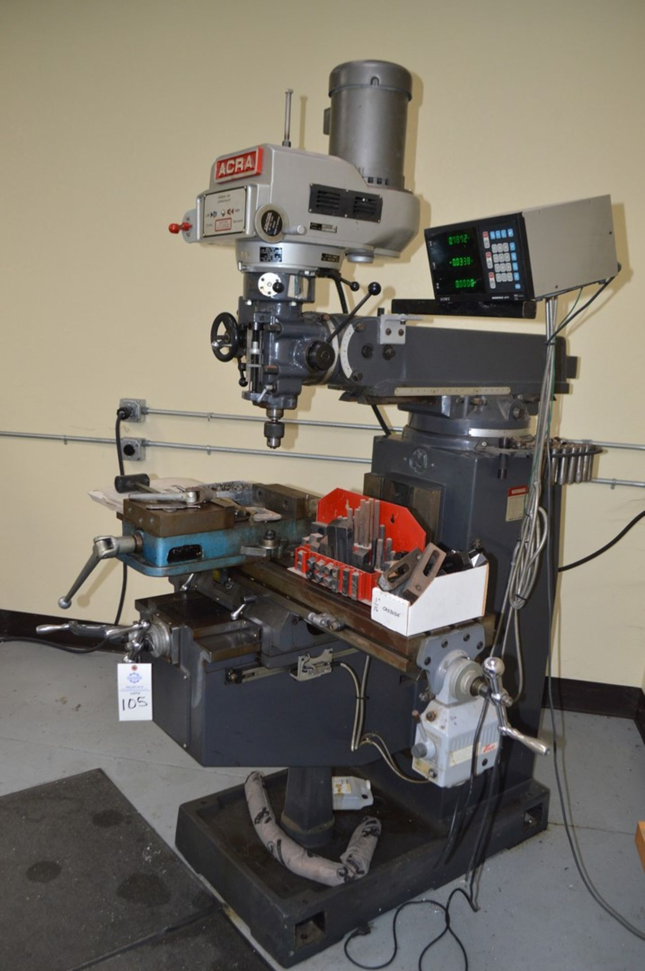 Acer 3 Axis knee mill, tilting head, 2 speed, sony magnescale DRO, Milling setup set, table - Image 8 of 10