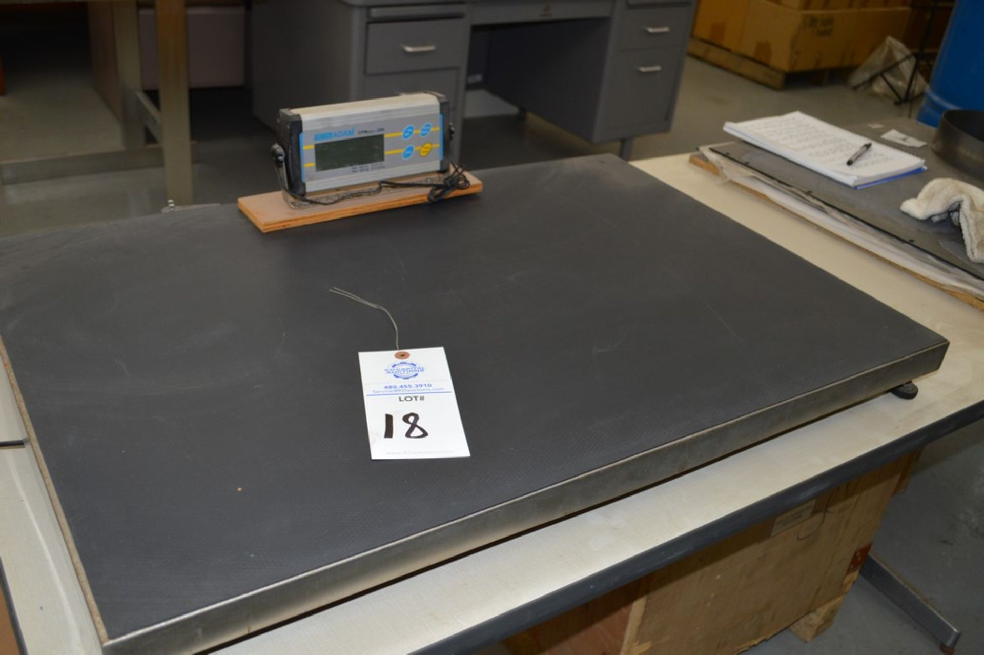 35 1/4 x 23 1/4 440 lb scale with digital read out, Adam equipment 2001 control