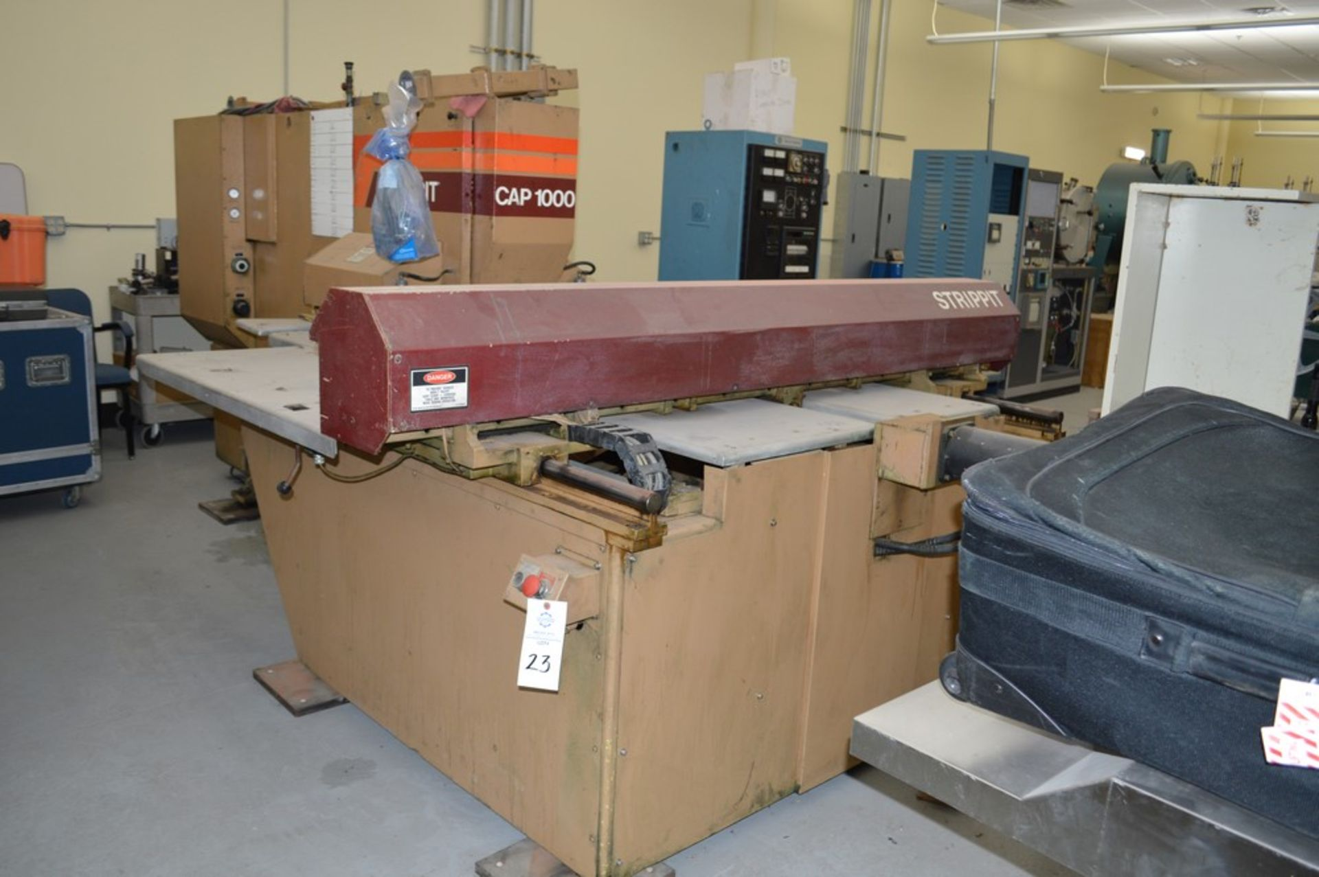 1985 Del Arco Strippit 1000 lbs punch, with auxilliary transfer table, 20 stations, blue 4 leg