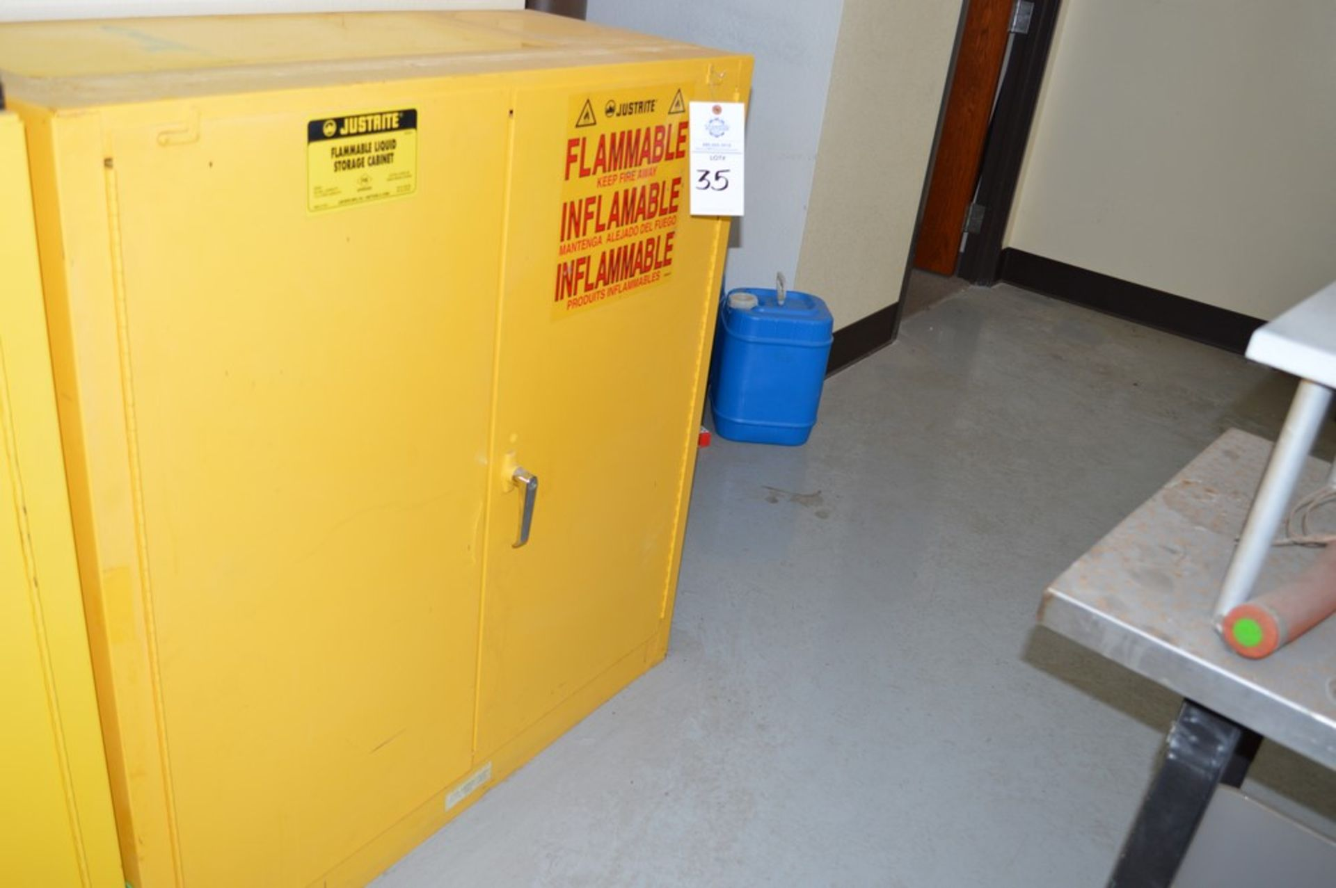 Just Rite flammable storage cabinet (no contents) 18 x 43 x 45 - Image 2 of 2