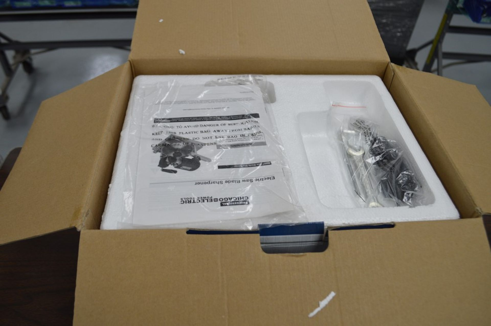 Chicago Electric 120v circular saw blade sharpner, appears new in the box - Image 3 of 4