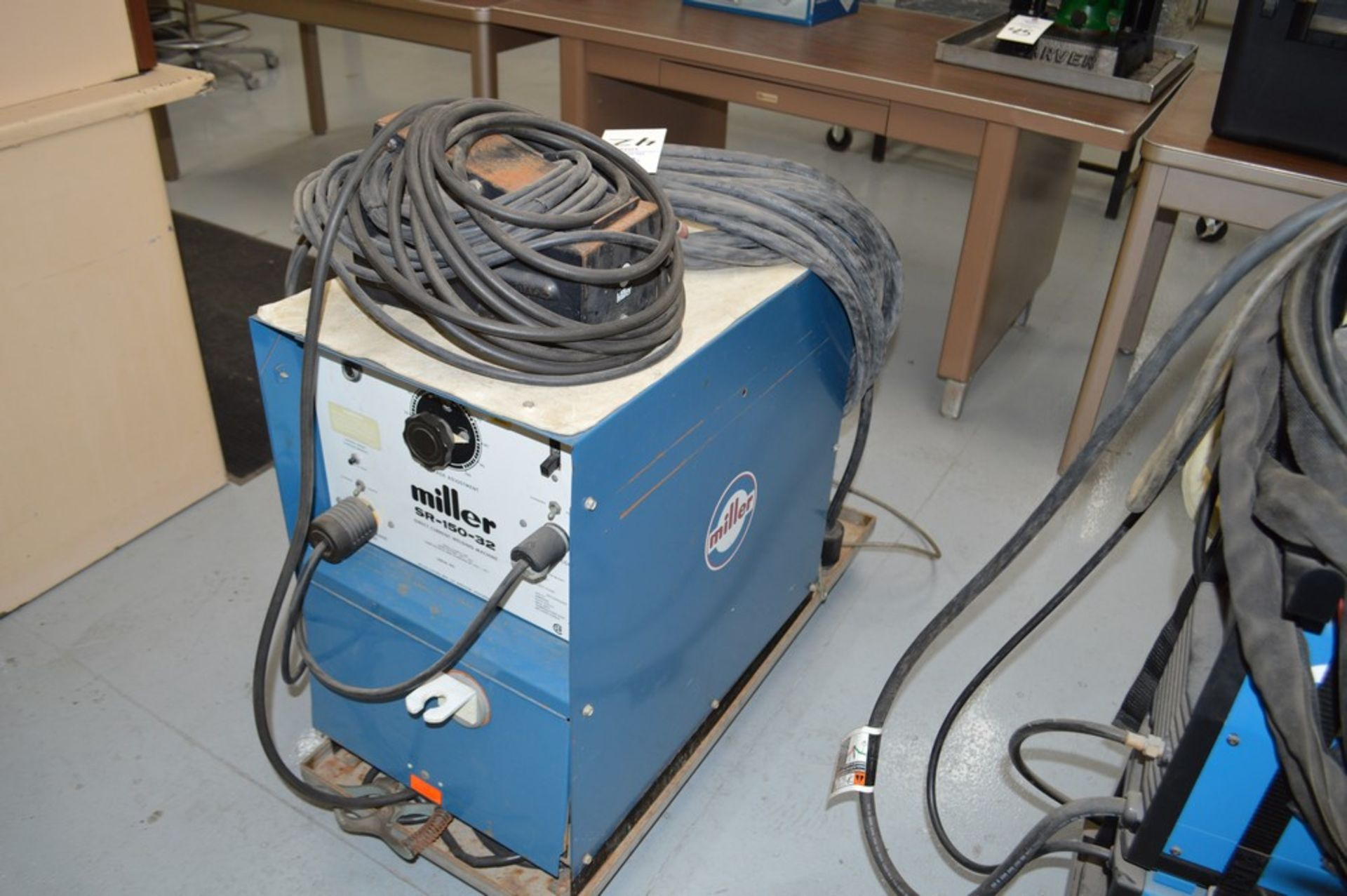 Miller SR-150-32 DC Welder on metal rolling cart, foot pedal and gas lines included - Image 4 of 5