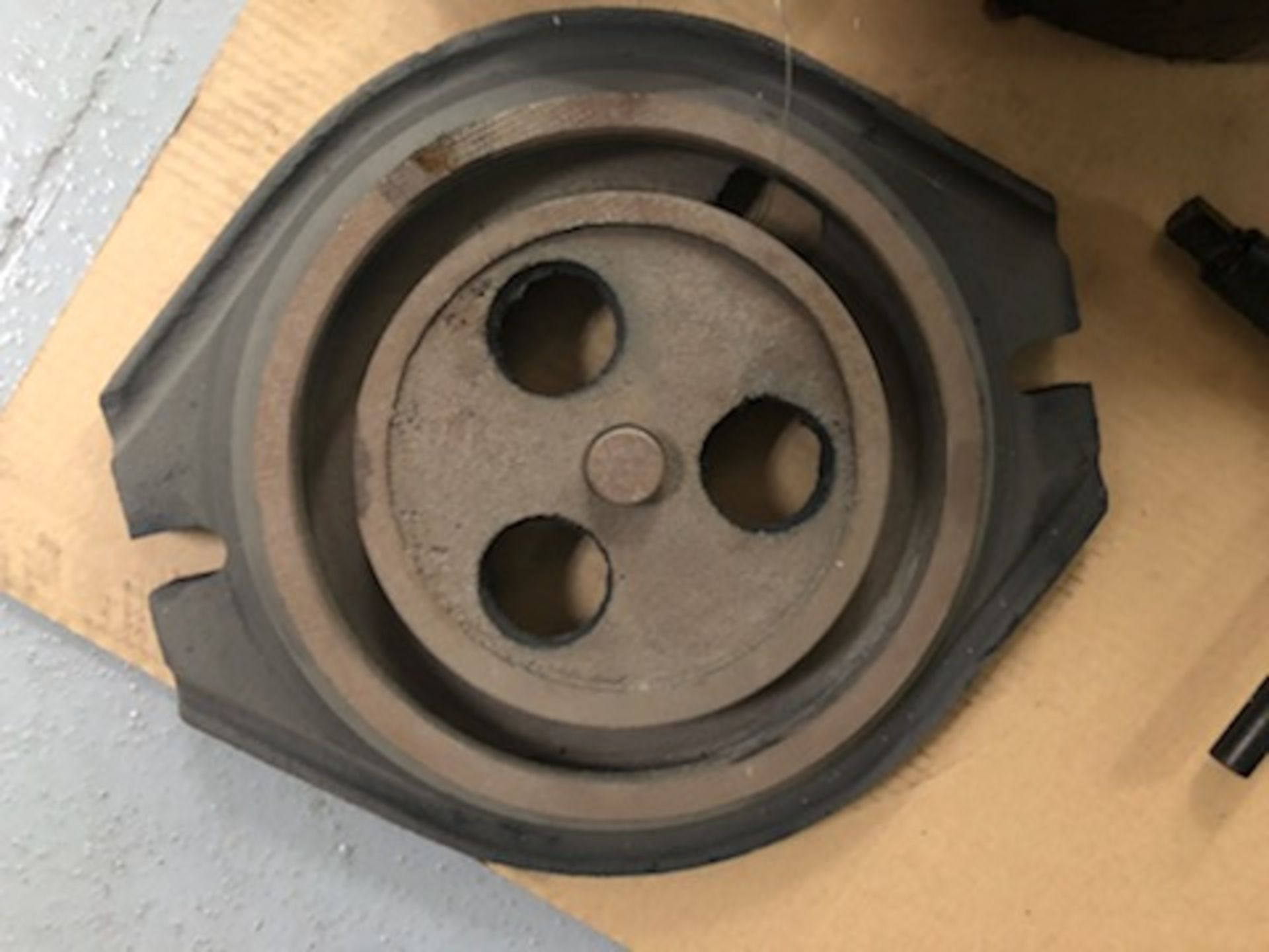 """12.5"""" 4 Jaw chuck, 3.75"""" thru hole, with wrench - Image 4 of 5"""