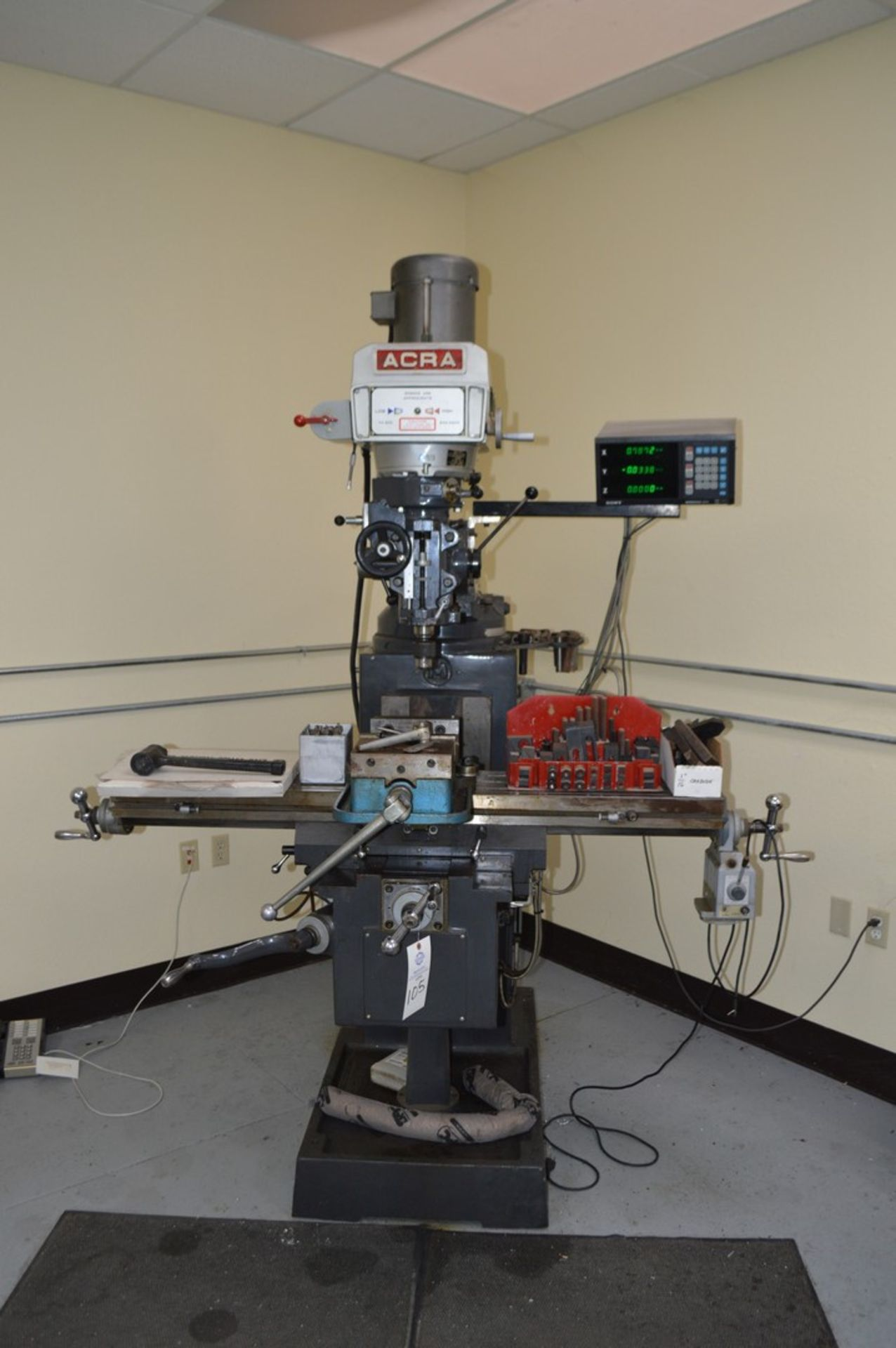 Acer 3 Axis knee mill, tilting head, 2 speed, sony magnescale DRO, Milling setup set, table