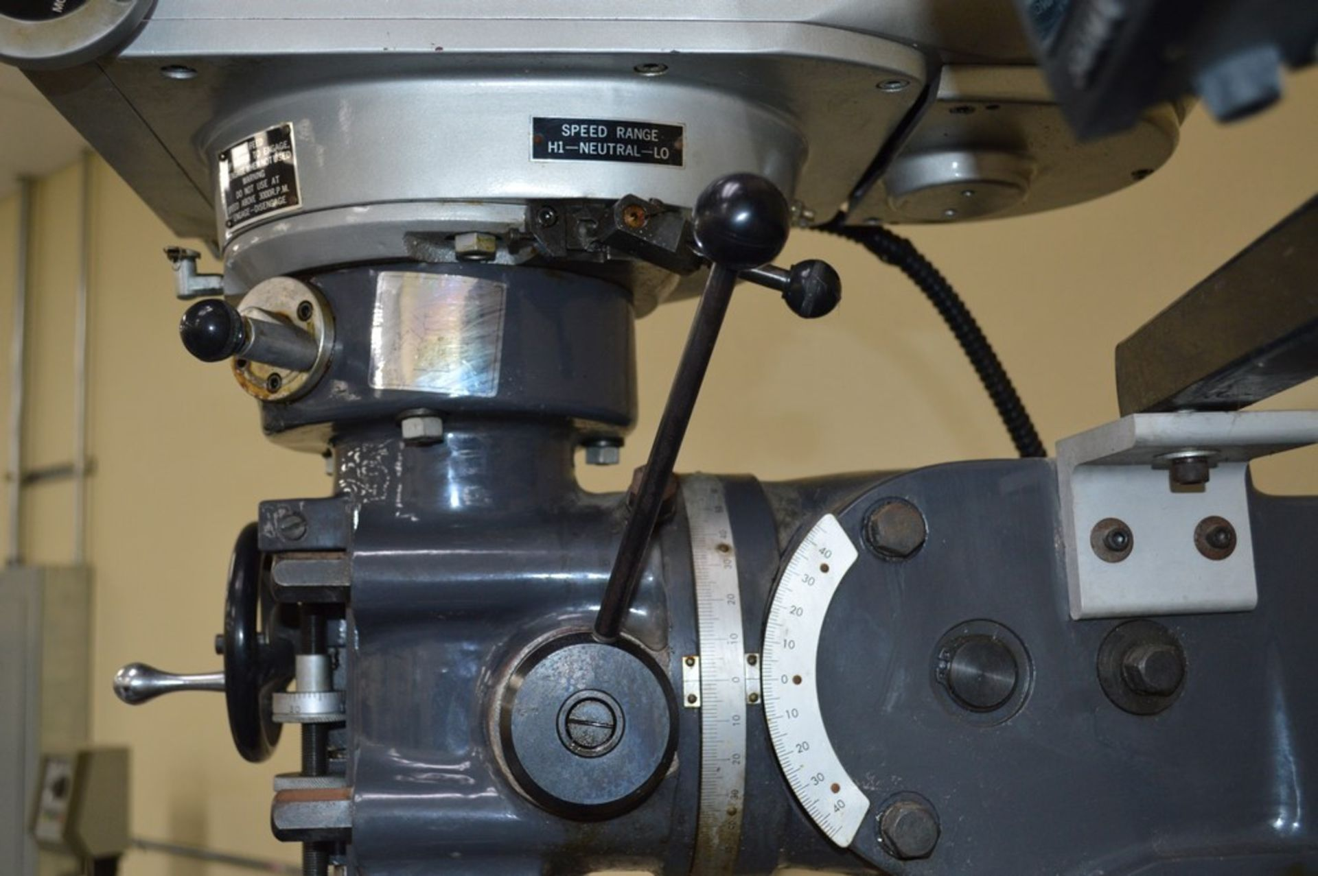 Acer 3 Axis knee mill, tilting head, 2 speed, sony magnescale DRO, Milling setup set, table - Image 9 of 10