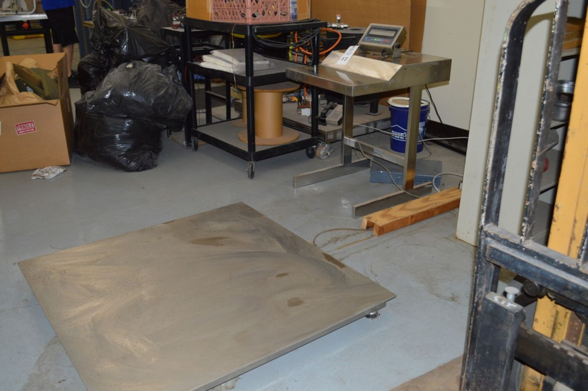 """5000 lb floor scale, Prime scales model PS-JN 202 SS-C, Metal operating control desk, 48"""" square - Image 5 of 5"""