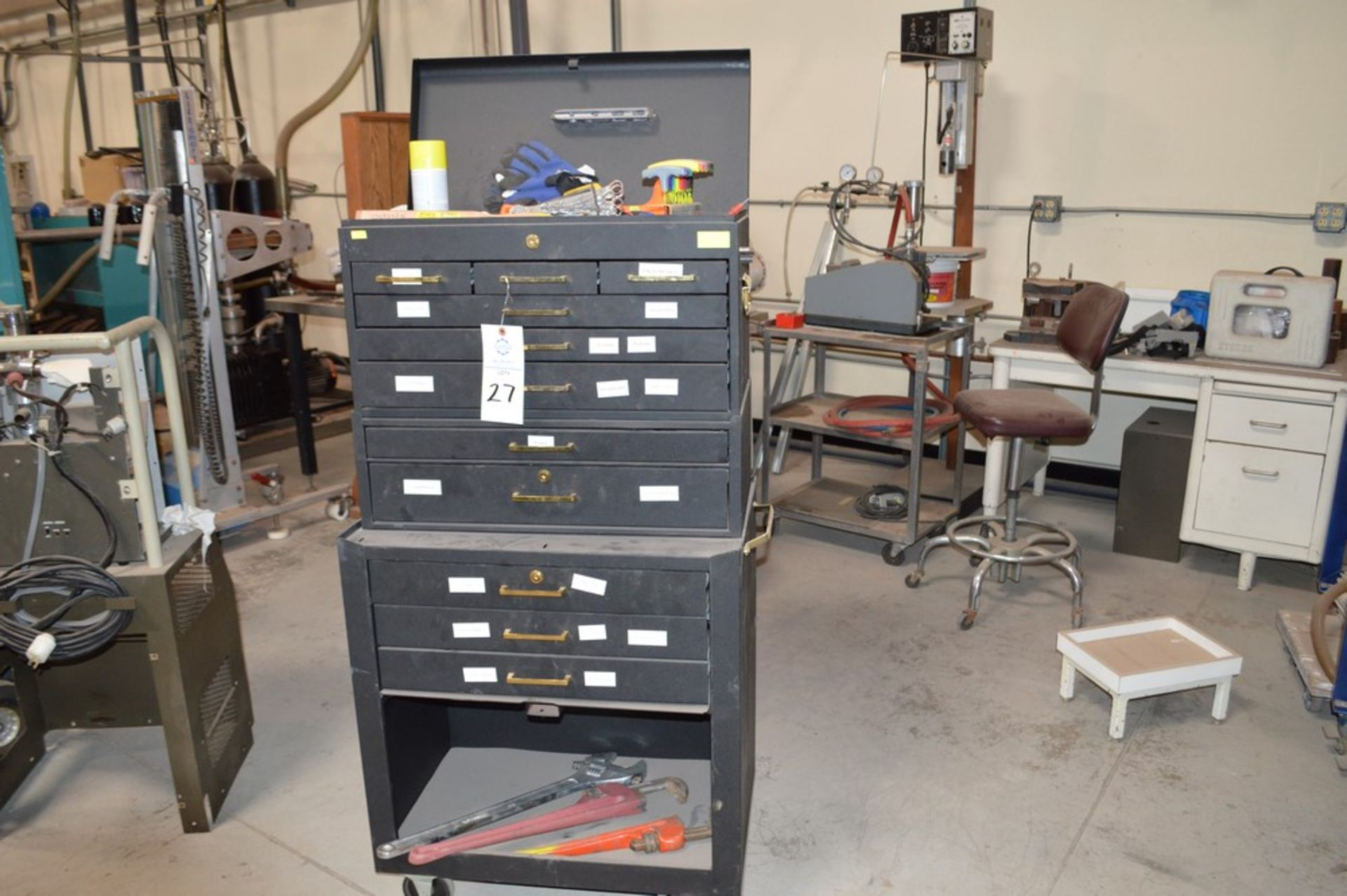 (1) Rolling toolbox with contents, 6 drawer top (2) drawer middle, roller cabinet chest 3 drawer
