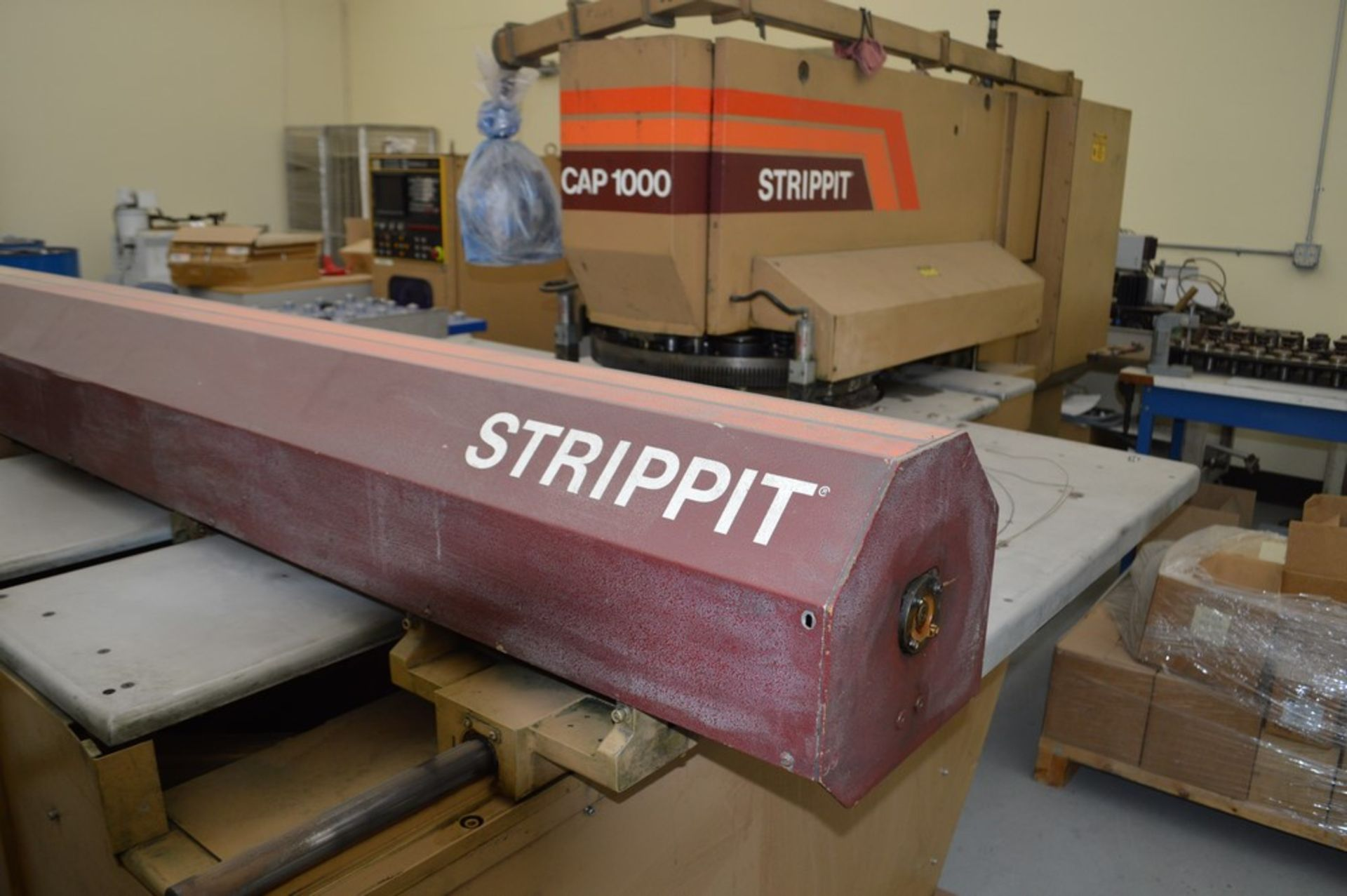 1985 Del Arco Strippit 1000 lbs punch, with auxilliary transfer table, 20 stations, blue 4 leg - Image 8 of 15
