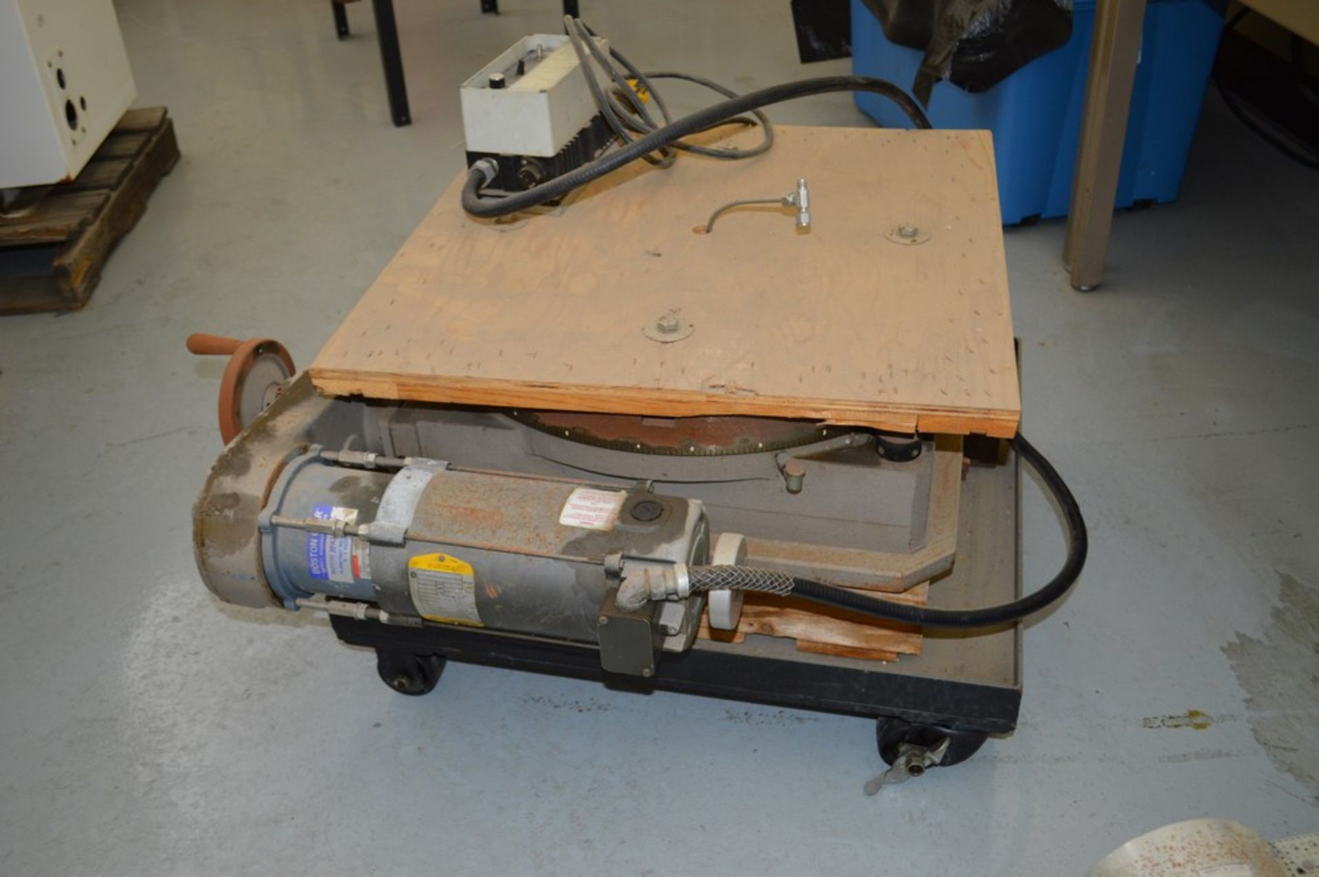Troyke Model P25 full 4th electric rotary table with low speed gear, 1 reducer and motor speed - Image 4 of 6