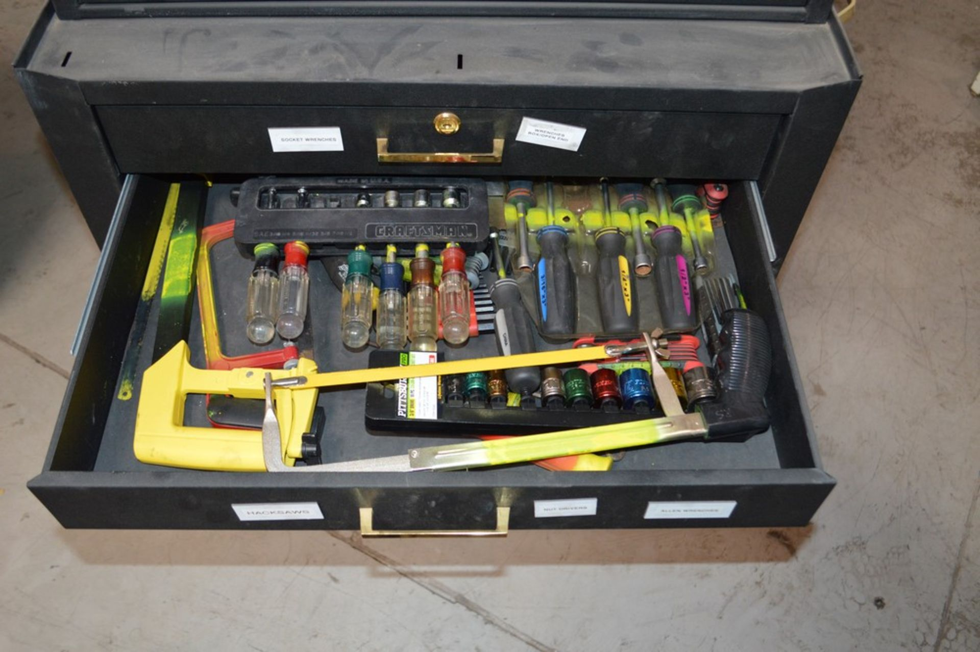 (1) Rolling toolbox with contents, 6 drawer top (2) drawer middle, roller cabinet chest 3 drawer - Image 9 of 11