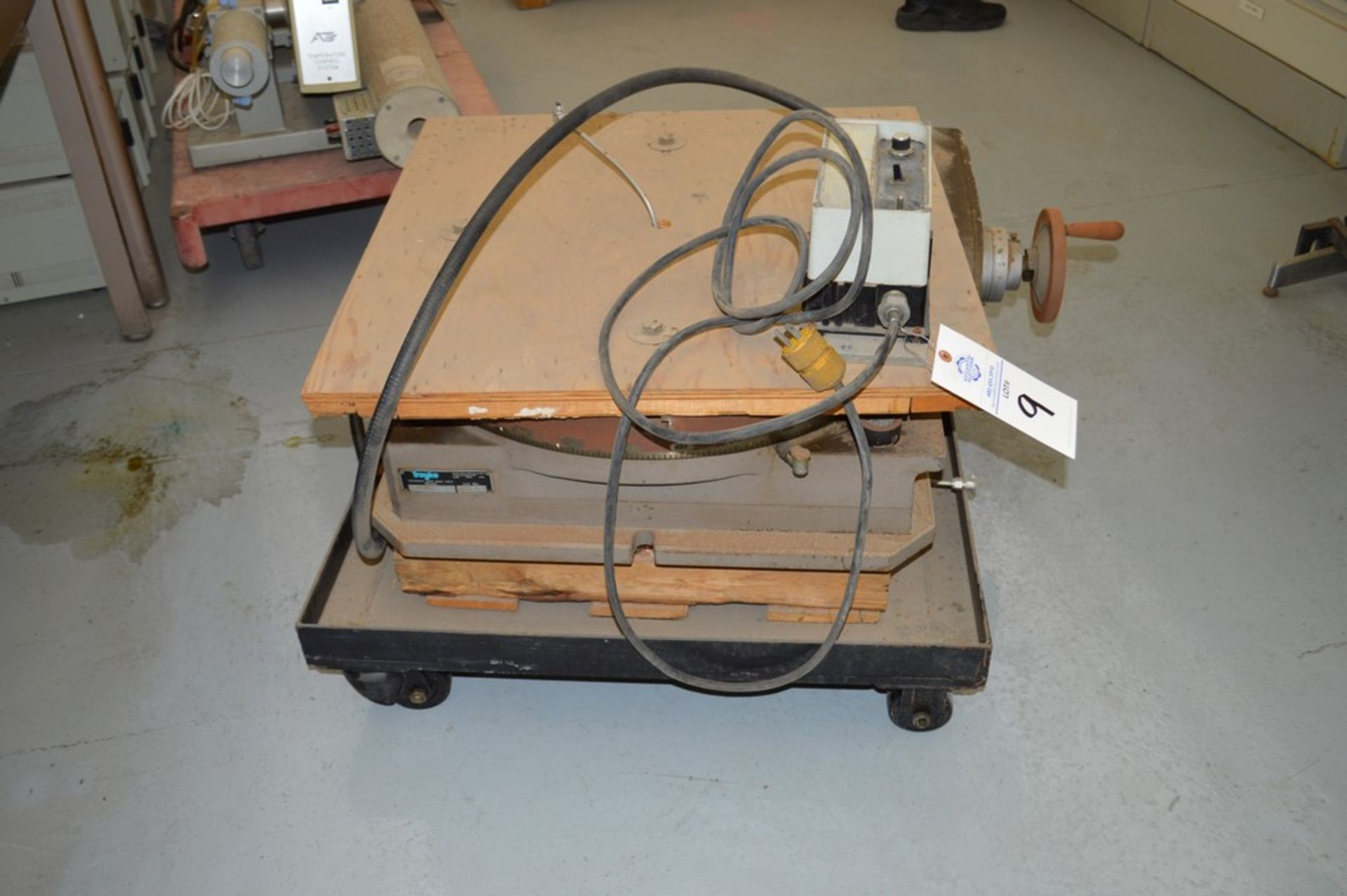 Troyke Model P25 full 4th electric rotary table with low speed gear, 1 reducer and motor speed - Image 2 of 6