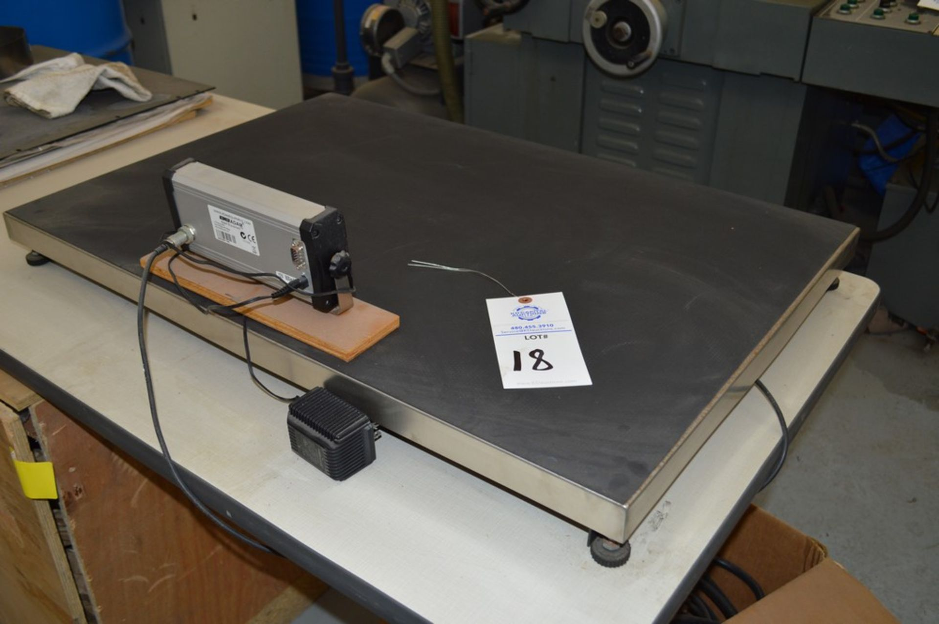 35 1/4 x 23 1/4 440 lb scale with digital read out, Adam equipment 2001 control - Image 3 of 4