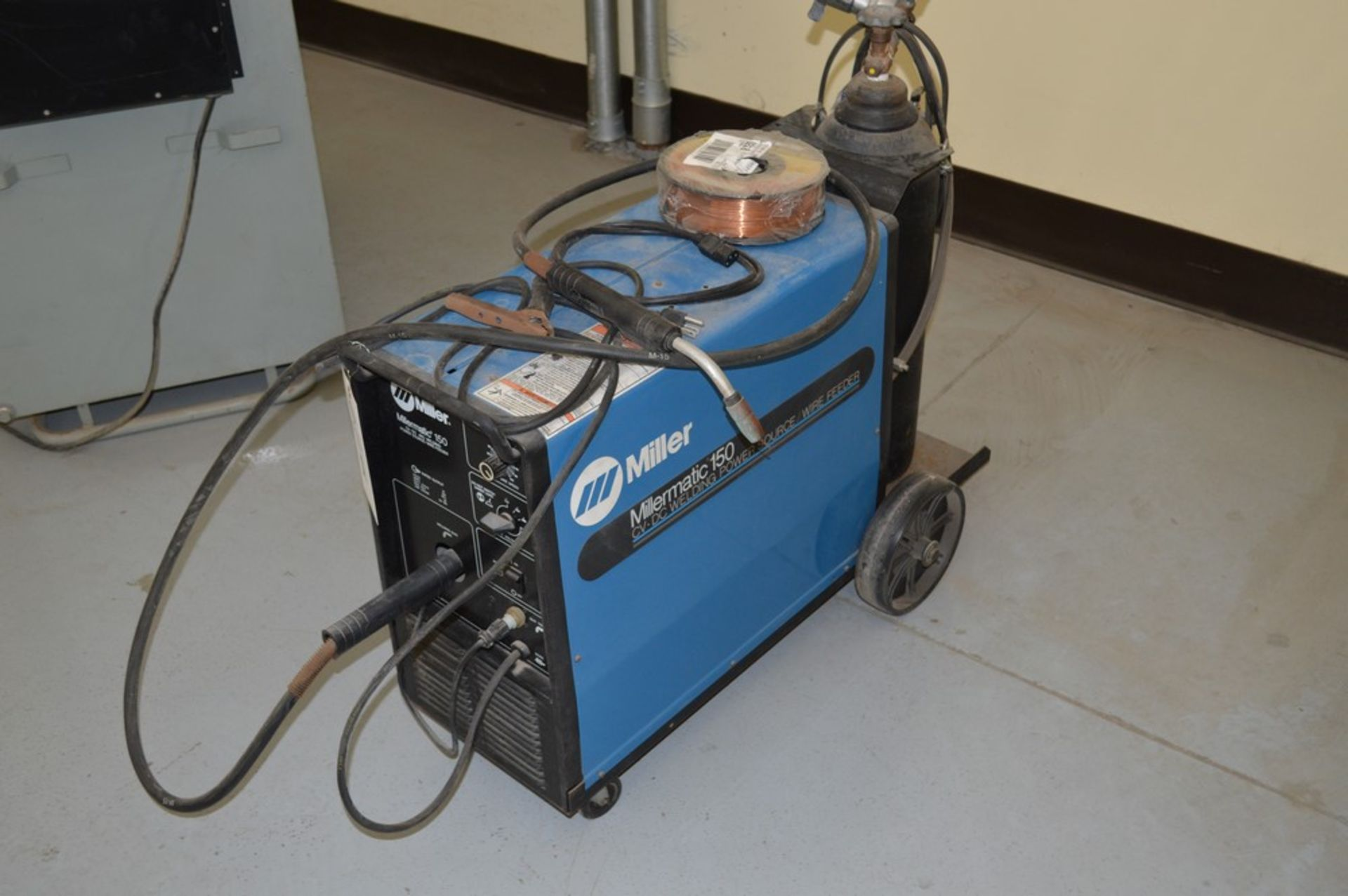 Miller Millermate 150 MIG welder with rolling cart with extra spoil of wire and small argon tank - Image 2 of 4