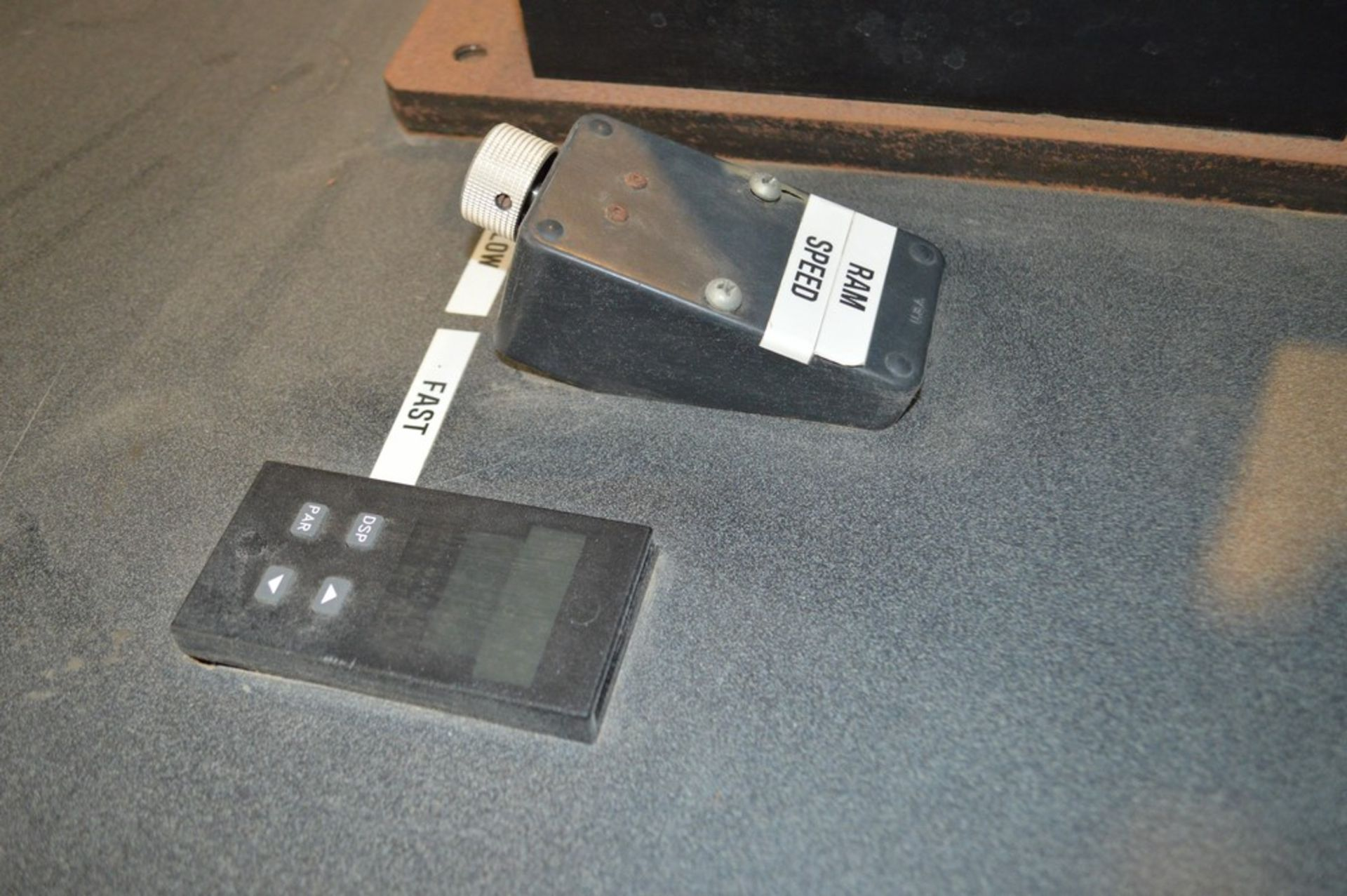 4 Post horizontal press with stand, 3000 psi, RAM speed controls - Image 7 of 8