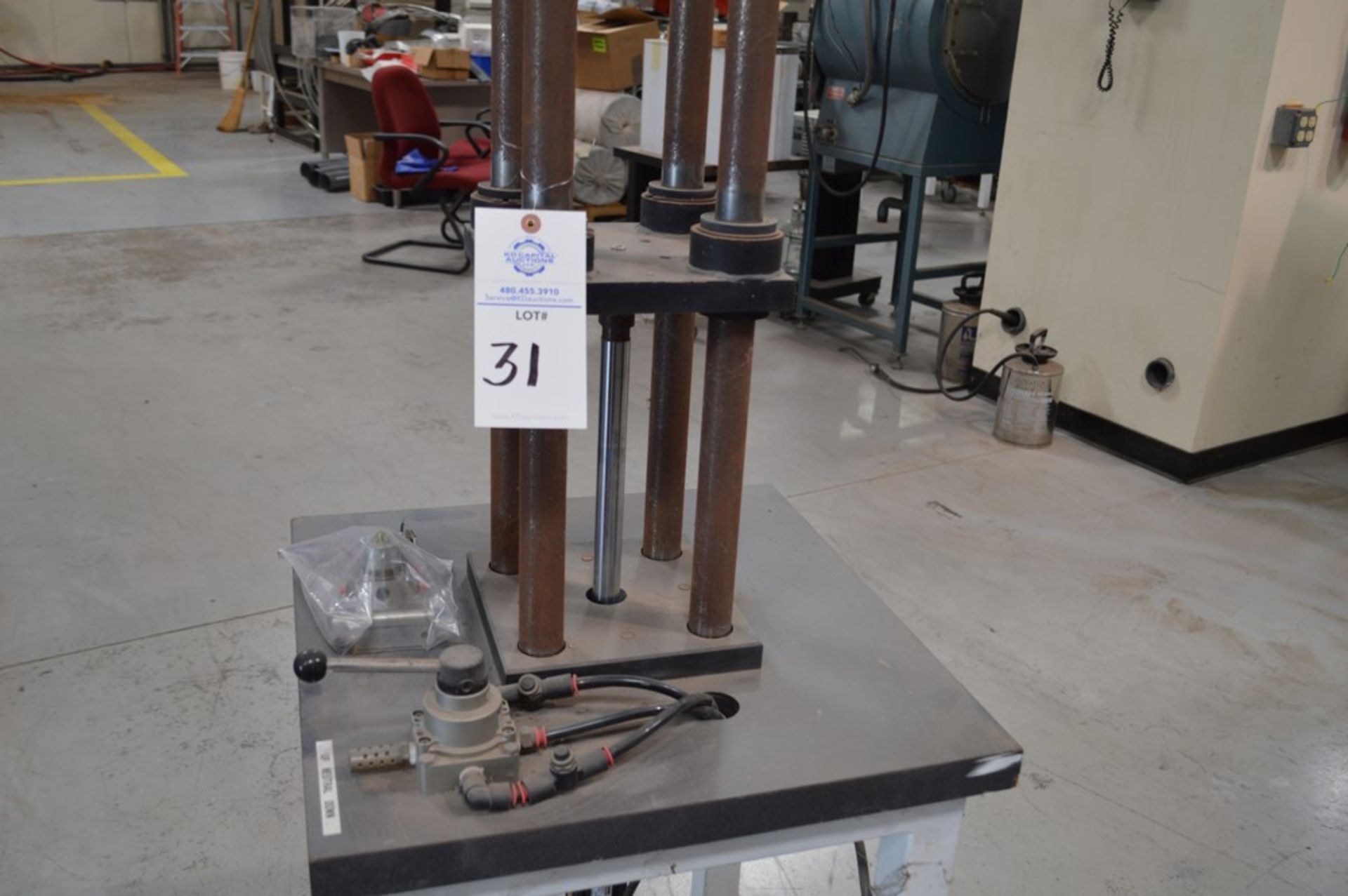 """Parker Hydraulics, rolling 4 post vertical air operated press, 250 psi max 6"""" x 6"""" rigid Thompson - Image 2 of 5"""