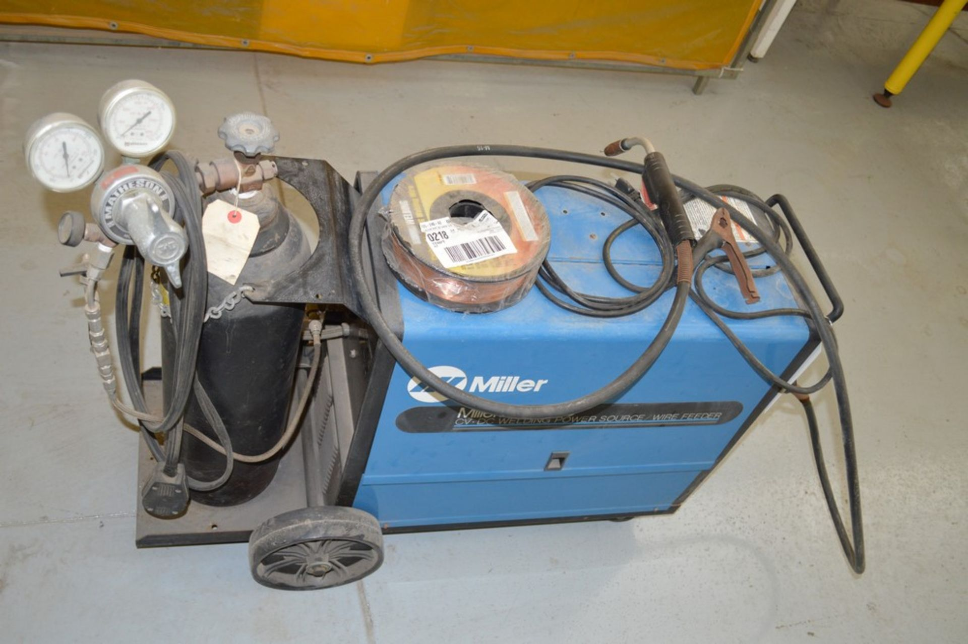 Miller Millermate 150 MIG welder with rolling cart with extra spoil of wire and small argon tank - Image 4 of 4