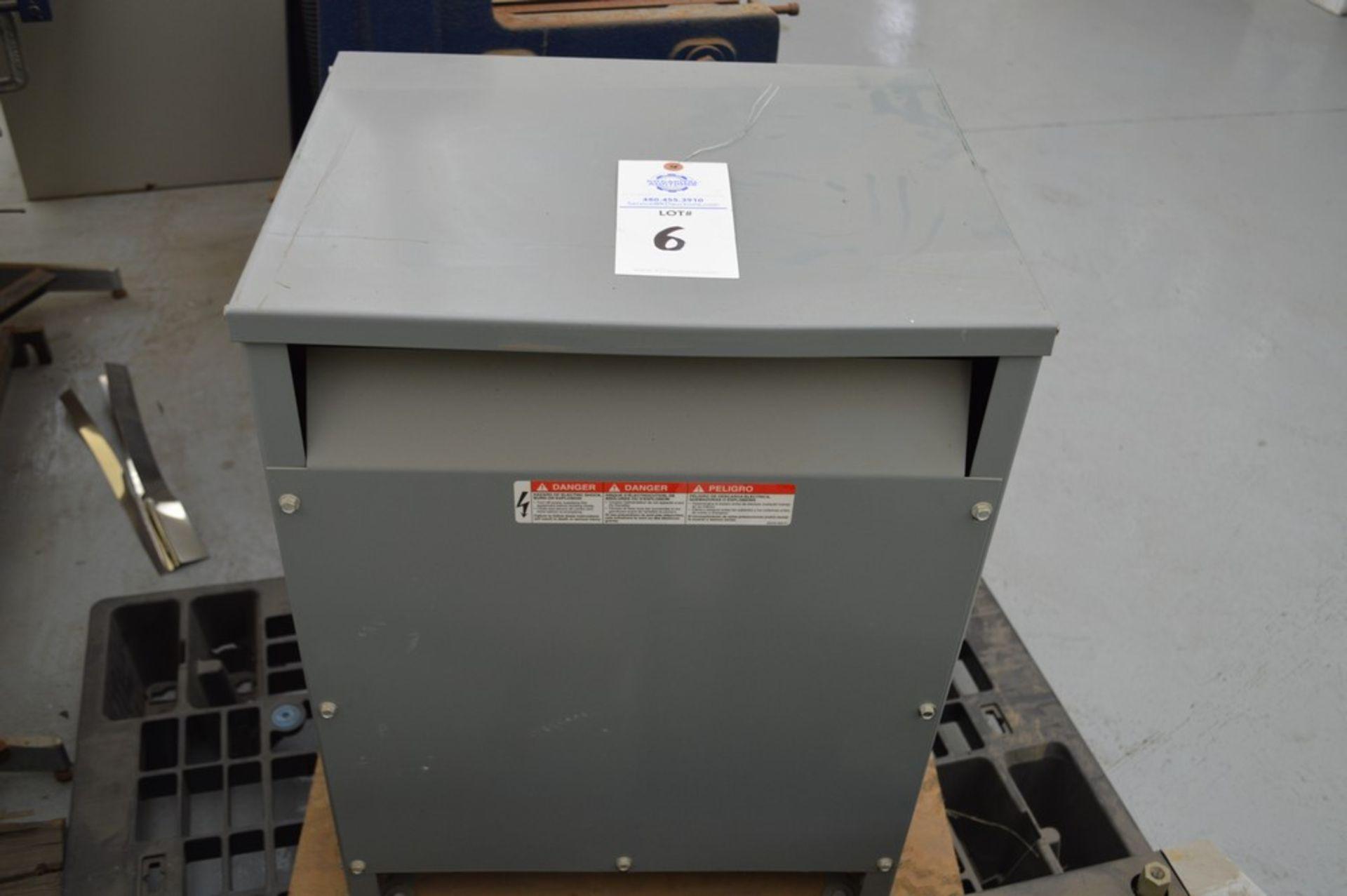 Grey Transformer 30 KVA 3 PhaseSquare D Company, 480V 36 Amp 208 V 83 Amp mounted on wood - Image 4 of 4