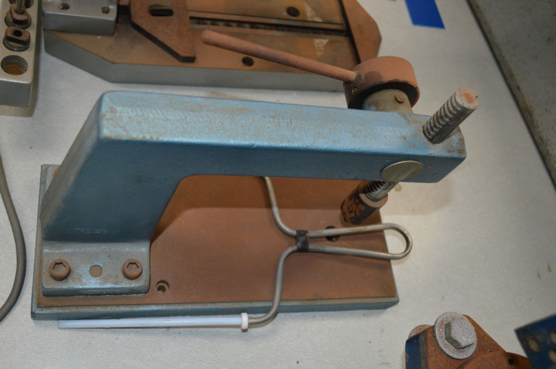 Roper Whitney Model 118 4 Ton Punch, hand tapping machine with dies, small instertion press - Image 3 of 5