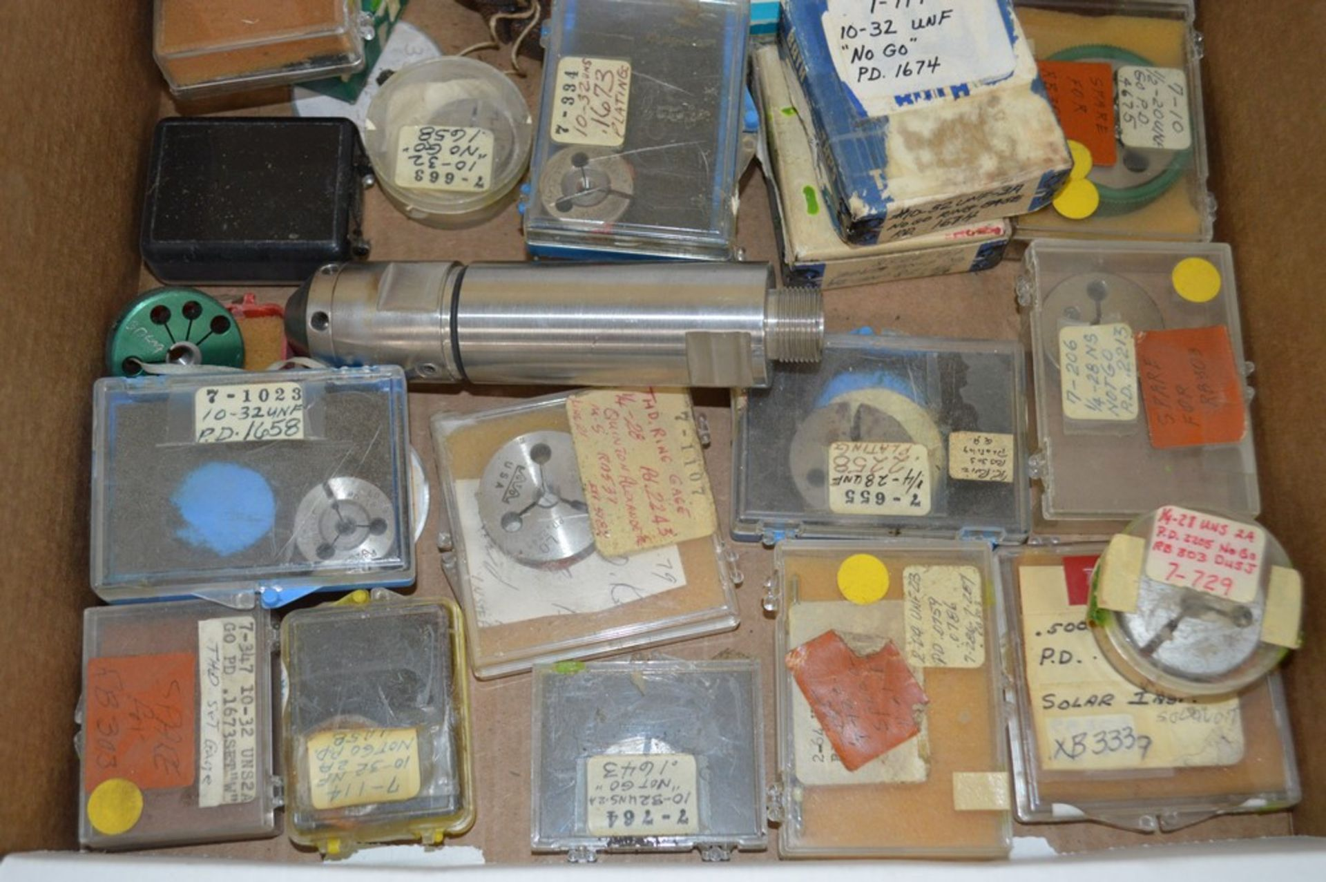 Assortment of threading gages and tools, misc sizing - Image 2 of 3